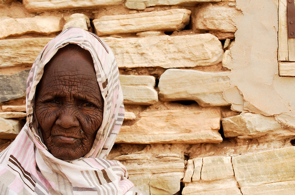 Tara Mint Boudje from the Masna tribe, Tichitt, Tagant region, Mauritania. In times long past, camel caravans loaded with salt traveled over the sand dunes between the Moroccan Rif and Timbuktu. The arrival of sea salt from Europe effectively put a definitive end to such commerce, but in the far-flung eastern regions of Mauritania, the residents of Hodh and Sahel still meet at the village of Tichit to acquire a rather peculiar type of salt.