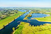 Nederland, Noord-Brabant, Den Bosch, 23-08-2016; Máximakanaal nabij sluis Empel. Het kanaal (rechts) verbindt de Maas met de Zuid-Willemsvaart en maakt scheepvaartverkeer buiten het centrum van Den Bosch mogelijk.<br /> Máximakanaal, connects the Meuse with the South Willemsvaart and makes shipping outside the center of Den Bosch possible.<br /> luchtfoto (toeslag op standard tarieven);<br /> aerial photo (additional fee required);<br /> copyright foto/photo Siebe Swart