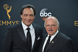Jimmy Smits & Dennis Franz  im Press Room bei der Verleihung der 68. Primetime Emmy Awards in Los Angeles / 180916<br /> <br /> *** 68th Primetime Emmy Awards in Los Angeles, California on September 18th, 2016***