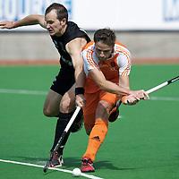 MELBOURNE - Champions Trophy men 2012<br /> Netherlands v New Zealand<br /> Nederland haalt de halve finale.<br /> foto: Backhand Rogier Hofman met Blair Hopping.<br /> FFU PRESS AGENCY COPYRIGHT FRANK UIJLENBROEK