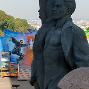 Sculpture of a russian and ukraine worker under the Arc of the Friendship of Nations Monument, dedicated to the unification of Russia and Ukraine within the Soviet Union, Kiev, Ukraine, Eastern Europe