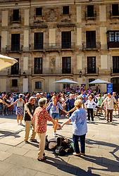 Catalans dancing the Sardana, a traditional dance in the Palau de la Generalitat de Catalunya near Barcelona Cathedral<br /> <br /> (c) Andrew Wilson | Edinburgh Elite media