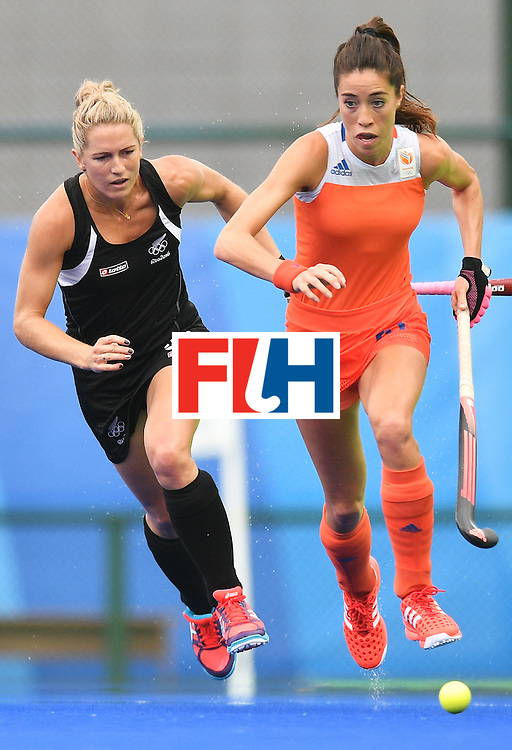 New Zealand's Stacey Michelsen (L) and Netherlands' Naomi As van vies for the ball during the womens's field hockey New Zealand vs Netherlands match of the Rio 2016 Olympics Games at the Olympic Hockey Centre in Rio de Janeiro on August, 12 2016. / AFP / Carl DE SOUZA        (Photo credit should read CARL DE SOUZA/AFP/Getty Images)