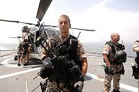 """25 SEP 2006, GOLF VON TADJURA/DJIBOUTI:<br /> Soldat der Spezialisierten Einsatzkraefte Marine, ausgeruestet fuer """"Fast Roping"""" - das abseilen auf ein fremdes Schiffes zur Ueberpruefung - vor einem Hubschrauber Typ Sea Lynx auf der Fregatte """"Schleswig-Holstein"""". Die Fregatte ist als Flaggschiff Teil des deutschen Marinekontingents der OPERATION ENDURING FREEDOM und operiert im Seegebiet am Horn von Afrika<br /> IMAGE: 20060925-01-088<br /> KEYWORDS: Dschibuti, Bundeswehr, Marine, Soldat, Soldaten, Afrika, Africa"""