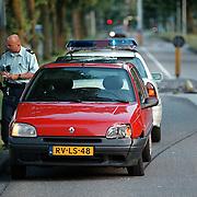 Ongeval karel Doormanlaan Huizen, auto tegen middengeleider, bestuurder gevlucht