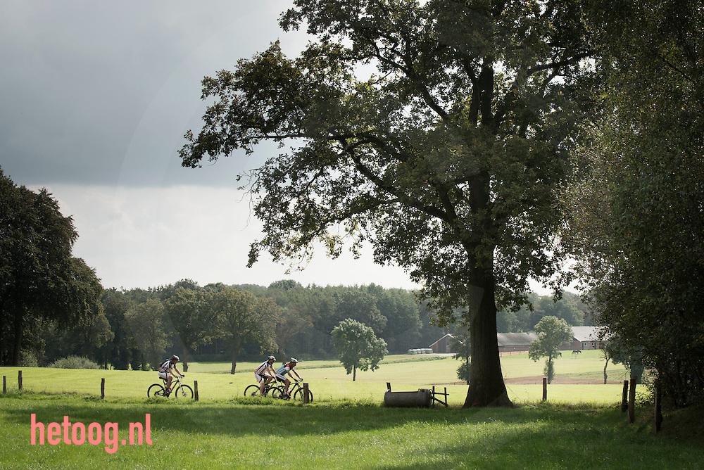 nederland, twente (vasse) 07sept2014 Mountainbiken in de buurt van Vasse/Molenvan Frans Foto: cees Elzenga-hetoog.nl