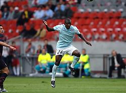 02-08-2007 VOETBAL: LG AMSTERDAM TOURNAMENT: ARSENAL - LAZIO: AMSTERDAM<br /> Arsenal wint met 2-1 van Lazio / Gaby MudinGayi, links Robin van Persie<br /> &copy;2007-WWW.FOTOHOOGENDOORN.NL