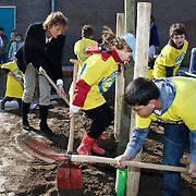 NLD/Huizen/20100317 - Landelijke Boomfeestdag 2010 van start in Huizen