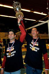 25-04-2009 VOLLEYBAL: PLAYOFF FINALE DOCSTAP ORION - ORTEC NESSELANDE: DOETINCHEM<br /> Nesselande verslaat Orion met 3-1 en is Nederlands kampioen / Arnold van de Ree en Ron Zwerver met de beker<br /> ©2009-WWW.FOTOHOOGENDOORN.NL