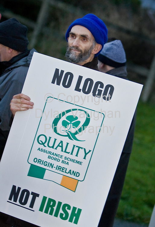 21/1/2008.free picture no charge for use.Liam Dunne from Callan pictured at an IFA protest at the Callan Bacon plant in Callan county Kilkenny yesterday morning..Picture Dylan Vaughan.