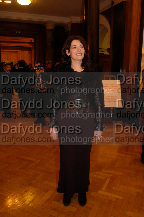 Nigella Lawson. the Triumph of Painting. Part 1. The Saatchi Gallery. 25 January 2005. ONE TIME USE ONLY - DO NOT ARCHIVE  © Copyright Photograph by Dafydd Jones 66 Stockwell Park Rd. London SW9 0DA Tel 020 7733 0108 www.dafjones.com