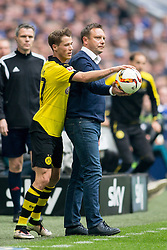 10.04.2016, Veltins Arena, Gelsenkirchen, GER, 1. FBL, Schalke 04 vs Borussia Dortmund, 29. Runde, im Bild Trainer Andre Breitenreiter (FC Schalke 04) und Erik Durm (Borussia Dortmund #37) // during the German Bundesliga 29th round match between Schalke 04 and Borussia Dortmund at the Veltins Arena in Gelsenkirchen, Germany on 2016/04/10. EXPA Pictures © 2016, PhotoCredit: EXPA/ Eibner-Pressefoto/ Schüler<br /> <br /> *****ATTENTION - OUT of GER*****