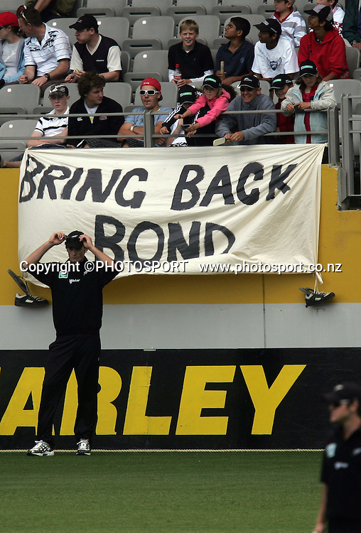 Supporters make their requests heard. New Zealand Black Caps v Bangladesh, 1st One Day International, Eden Park, Auckland, New Zealand. Wednesday 26th December 2007. Photo : Chris Skelton/PHOTOSPORT