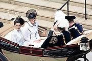"""Koning Willem Alexander wordt door Hare Majesteit Koningin Elizabeth II geïnstalleerd in de 'Most Noble Order of the Garter'. Tijdens een jaarlijkse ceremonie in St. Georgekapel, Windsor Castle, wordt hij geïnstalleerd als 'Supernumerary Knight of the Garter'.<br /> <br /> King Willem Alexander is installed by Her Majesty Queen Elizabeth II in the """"Most Noble Order of the Garter"""". During an annual ceremony in St. George's Chapel, Windsor Castle, he is installed as """"Supernumerary Knight of the Garter"""".<br /> <br /> Op de foto / On the photo:  Catherine, hertogin van Cambridge /  Catherine, Duchess of Cambridge and  Queen Letizia"""