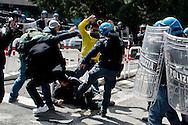 Roma 16 Aprile 2014<br /> Sgomberato palazzo in  via Baldassarre Castiglione alla Montagnola occupato nei giorni scorsi  dai movimenti per il diritto all'abitare da circa  200 persone, la polizia a caricato i manifestanti che protestano per lo sgombero, otto persone sono state ferite. Un agente di polizia colpisce con un calcio un manifestante a terra<br /> Rome April 16, 2014 <br /> Vacated the building in Via Baldassarre Castiglione,Montagnola district, busy in recent days by the movements for housing rights, by about 200 people, the police charged the demonstrators protesting the eviction, eight people were injured.