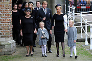 De koninklijke familie en tal van vrienden, bekenden en collega's van prins Friso zijn samengekomen in de Oude Kerk in Delft om de op 12 augustus overleden prins Friso te herdenken. <br /> <br /> The royal family and many friends, acquaintances and colleagues of Prince Friso are in the Old Church in Delft to commemorate the Prince who past away on August 12 2013.<br /> <br /> Op de foto / On the photo:  Prinses Beatrix en Prinses Mabel en Zaria en Luana<br /> Koningin Maxima en koning Willem-Alexander<br /> Prins Constantijn, Prinses Laurentien // Princess Beatrix and Princess Mabel and Zaria and Luana<br /> Queen Maxima and King Willem-Alexander<br /> Prince Constantijn, Princess Laurentien