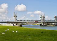 Hartelkering in het Hartelkanaal bij Spijkenisse, deel van de Europoortkering, onderdeel van de Deltawerken - The Hartelkering, Hartel barrier is a part of the Europoortkering which is a part of the Delta works project.
