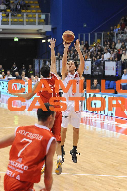 DESCRIZIONE : Biella Lega A 2010-11 Angelico Biella Armani Jeans Milano<br /> GIOCATORE : Marco Mordente<br /> SQUADRA : Armani Jeans Milano<br /> EVENTO : Campionato Lega A 2010-2011 <br /> GARA : Angelico Biella Armani Jeans Milano<br /> DATA : 31/10/2010<br /> CATEGORIA : Tiro<br /> SPORT : Pallacanestro <br /> AUTORE : Agenzia Ciamillo-Castoria/ L.Goria<br /> Galleria : Lega Basket A 2010-2011  <br /> Fotonotizia : Biella Lega A 2010-11 Angelico Biella Armani Jeans Milano<br /> Predefinita :