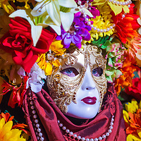 LAS VEGAS - JULY 16 : Performer with Venetian style mask at the Carnevale experience festival in the Venetian Hotel in Las Vegas on July 16, 2013.