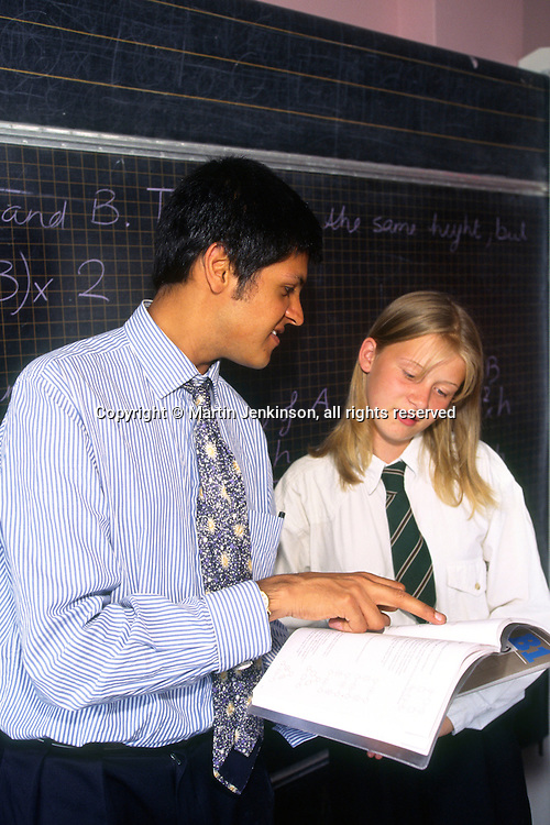 New Teacher in his first year talking to a female pupil in a Secondary School ...© Martin Jenkinson, tel 0114 258 6808 mobile 07831 189363 email martin@pressphotos.co.uk. Copyright Designs & Patents Act 1988, moral rights asserted credit required. No part of this photo to be stored, reproduced, manipulated or transmitted to third parties by any means without prior written permission