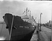 01/03/1962.03/01/1962.01 March 1962.The Esso Preston discharging bitumen for Irish Tar Distillers, at No2 Oil Berth Dublin.