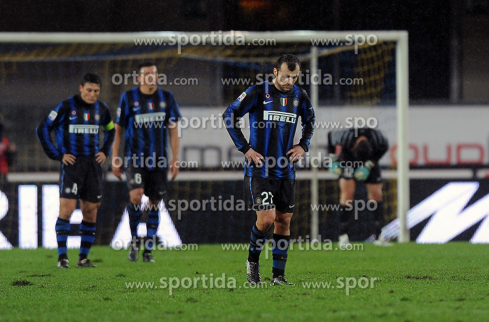 21.11.2010, Stadio Bentegodii, Verona, ITA, Serie A, Chievo Verona, vs Inter Mailand, im Bild enttäuschte INTER. Spieler, EXPA Pictures © 2010, PhotoCredit: EXPA/ InsideFoto/ Nicolo' Zangirolami *** ATTENTION *** FOR AUSTRIA AND SLOVENIA USE ONLY!