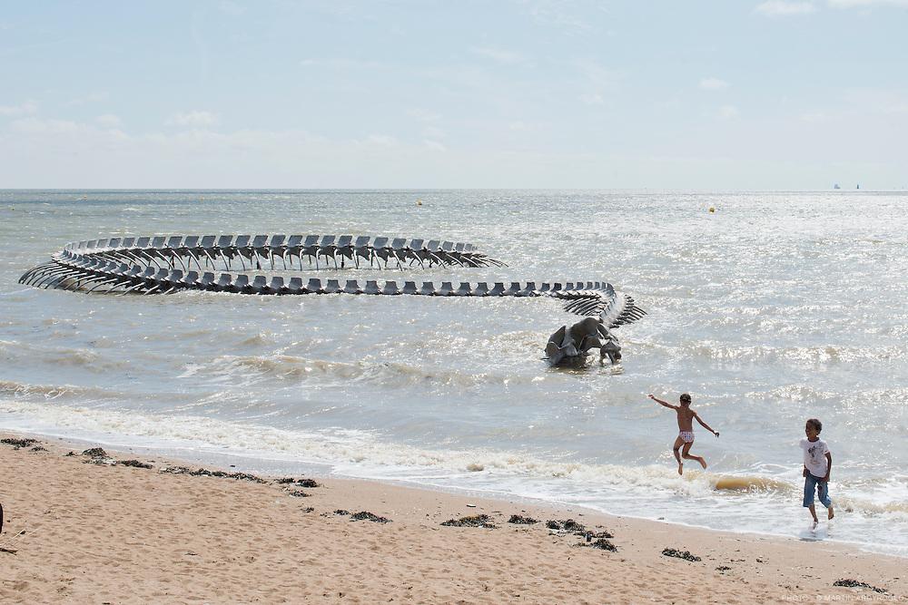 """Saint-Brévin-les-Pins / Pointe de Mindin / Huang Yong Ping """"Serpent d'océan"""" / Estuaire 2012"""