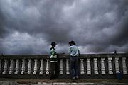 Ribeirinhos conversando as margens do Rio São Francisco e Rio Negro em Barra, Bahia..Riverine talking Rio San Francisco margins and Rio Negro in Barra, Bahia.