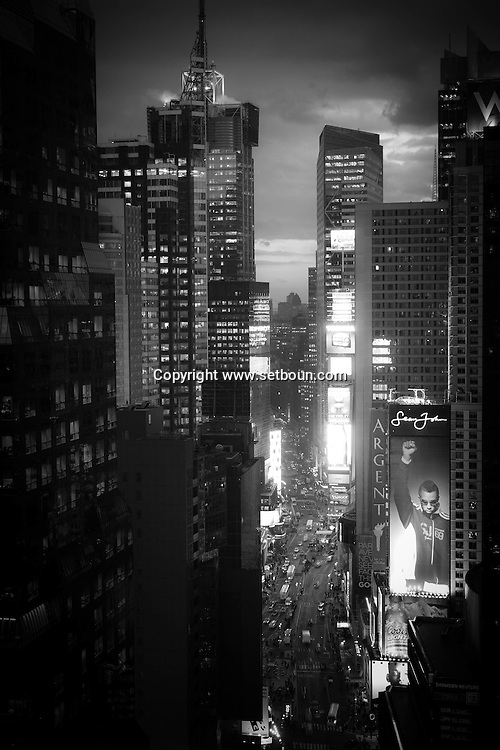New York. elevated view of Times square and Broadway corridor  New York  Usa /  le couloir de Broadway et  Times square