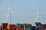Nederland, Rotterdam, 15-9-2012Tweede, 2e, maasvlakte. Windmolenpark en containers. the new land.Foto: Flip Franssen/Hollandse Hoogte