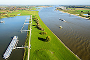 Nederland, Gelderland, Gemeente West Maas en Waal, 24-10-2013; rivier de Waal met Overnachtingshaven IJzendoorn ter hoogte van Beneden-Leeuwen<br /> Overnight Port IJzendoorn, River Waal at the height of Beneden-Leeuwen.<br /> luchtfoto (toeslag op standaard tarieven);<br /> aerial photo (additional fee required);<br /> copyright foto/photo Siebe Swart.