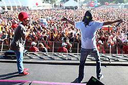 Armandinho e Mariano Dread Mar-I no palco principal do Planeta Atlântida 2014/RS, que acontece nos dias 07 e 08 de fevereiro de 2014, na SABA, em Atlântida. FOTO: Jefferson Bernardes/ Agência Preview