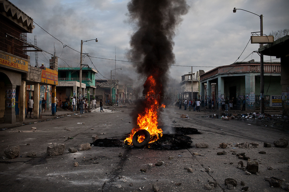 "Martelly's supporters demonstrate, in the streets of Port-au-Prince, to protest against the results of the presidential elections and the defeat of their leader, Michel Martelly. /// Tires burns in ""Grand Rue"", the market street of Port-au-Prince."