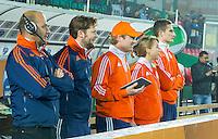 LUCKNOW (India) -  bondscoach Eric Verboom (NED)  , fysio Bas van der Pol, manager Klaas Vermeulen (NED) , arts Marijke Thunnissen, en Jonas de Geus (NED)   voor de oefenwedstrijd tegen Korea voor de Junior  World Cup hockey men . COPYRIGHT KOEN SUYK