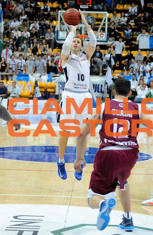 DESCRIZIONE : Bologna LegaDue  2012-13 BiancoBlu' Bologna FMC Ferentino<br /> GIOCATORE : Andrea Pecile <br /> SQUADRA : BiancoBlu' Bologna <br /> EVENTO : Campionato LegaDue  2012-2013<br /> GARA :  BiancoBlu' Bologna FMC Ferentino<br /> DATA : 05/05/2013<br /> CATEGORIA : Tiro Three Points<br /> SPORT : Pallacanestro<br /> AUTORE : Agenzia Ciamillo-Castoria/A.Giberti<br /> Galleria : LegaDue Basket 2012-2013<br /> Fotonotizia : Bologna LegaDue  2012-13 BiancoBlu' Bologna FMC Ferentino<br /> Predefinita :