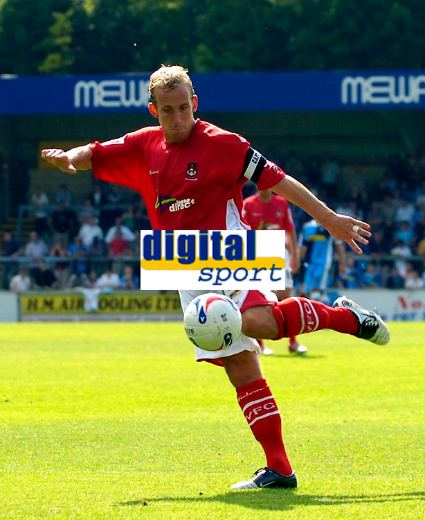 Photo: Alan Crowhurst.<br />Wycombe Wanderers v Wrexham. Coca Cola League 2.<br />05/08/2006. Wrexham's Neil Roberts shoots at goal.