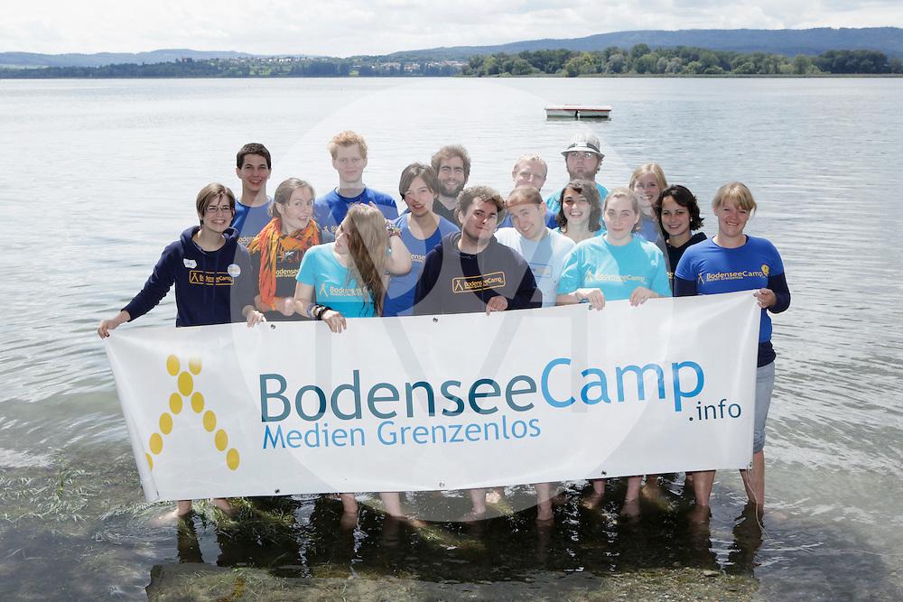 DEUTSCHLAND - MARKELFINGEN - Gruppenfoto des Teams vom internationalen BodenseeCamp - 24. Juli 2011 © Raphael Hünerfauth - http://huenerfauth.ch