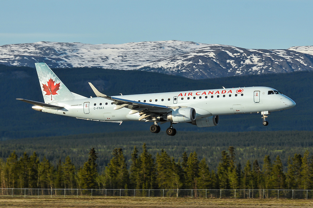 Air Canada Embraer 190 C-FNAX landing in Whitehorse, Yukon