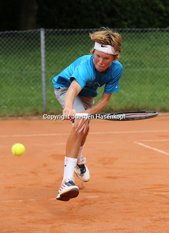 Audi GW:plus Zentrum Muenchen Junior Open 2014, Tennis Europe Junior Tour,Sandplatz, Junioren Turnier, BS14,Tom Zeuch (GER),<br /> Aktion,Einzelbild,Ganzkoerper,Hochformat,