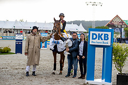 KASSELMANN Francois (Veranstalter), ROTHE Sara (DKB)<br /> Hagen - Horses and Dreams 2019<br /> Siegerehrung <br /> Großer Preis der Deutschen Kreditbank AG- BEMER RIDERS TOUR - Wertungsprüfung - CSI4* Grand Prix Two Rounds<br /> 28. April 2019<br /> © www.sportfotos-lafrentz.de/Stefan Lafrentz