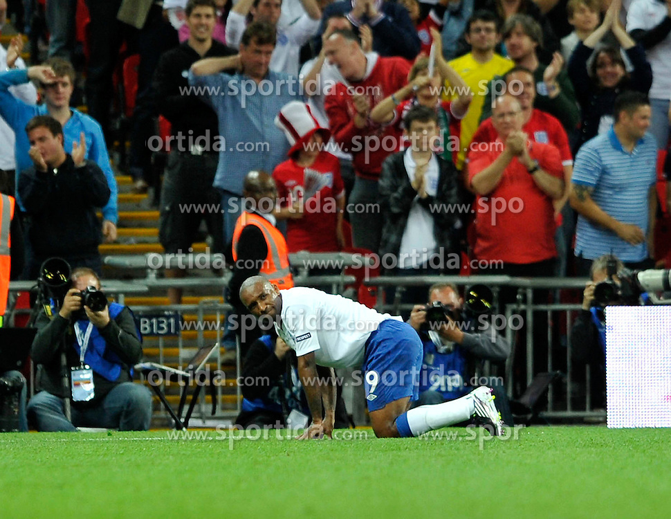 04.09.2010, Wembley Stadium, London, ENG, UEFA Euro 2012 Qualification, England v Bulgaria, im Bild Jermain Defoe of England winces after scoring his third goal. EXPA Pictures © 2010, PhotoCredit: EXPA/ IPS/ Marcello Pozzetti +++++ ATTENTION - OUT OF ENGLAND/UK +++++ / SPORTIDA PHOTO AGENCY