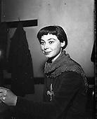 1963 - Siobhán McKenna.   C301.