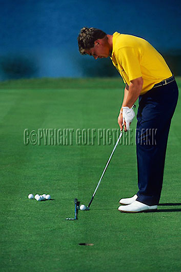 Simon Holmes putting drill using single club as aide<br /> Picture Credit: Nick Walker