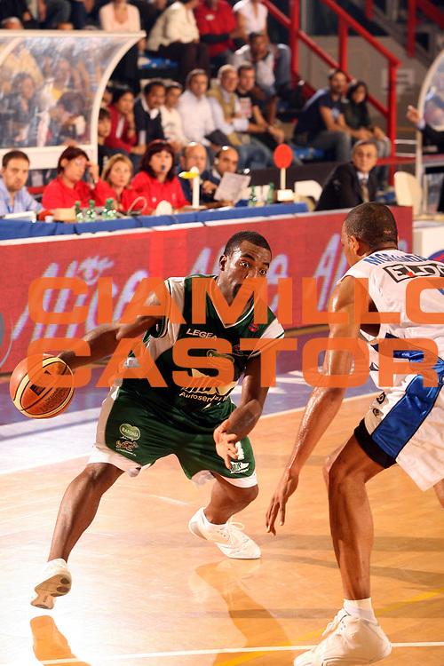 DESCRIZIONE : Napoli Lega A1 2006-07 Eldo Napoli Air Avellino <br /> GIOCATORE : Darby <br /> SQUADRA : Air Avellino <br /> EVENTO : Campionato Lega A1 2006-2007 <br /> GARA : Eldo Napoli Air Avellino <br /> DATA : 28/10/2006 <br /> CATEGORIA : Penetrazione <br /> SPORT : Pallacanestro <br /> AUTORE : Agenzia Ciamillo-Castoria/G.Ciamillo
