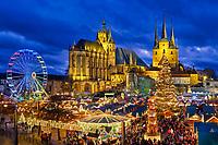Auf dem Domplatz, am Fuße des Domberges, befindet sich der Erfurter Weihnachtsmarktes und wird jedes Jahr von ca. 2 Millionen Menschen besucht.