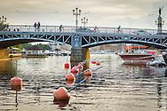 Djurgårdsbron från östra sidan vid vattnet i Stockholm