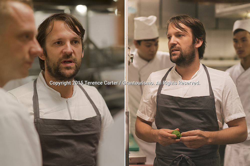 Chef Redzepi talks to chefs in each section before service. It's an unfamiliar kitchen and most of the chefs speak Thai, with only a few speaking English as well. Copyright 2015 Terence Carter / Grantourismo. All Rights Reserved.