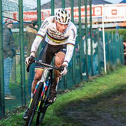 2019-12-27 Cycling: dvv verzekeringen trofee: Loenhout: Determination: Mathieu van der Poel hunting the leader