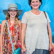 NLD/Amsterdam20160622 - Filmpremiere première van Disney Pixar's Finding Dory, Annet Malherbe en dochter