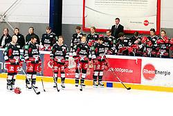 09.09.2011, Kölnarena 2, Köln, GER, Freundschaftsspiel,  Kölner Haie vs DEG Metro Stars, im Bild.Die Spieler der Kölner Haie trauern um Robert Dietrich (Tödlich Verunglückt bei einem Flugzeugabsturz)..// during the DEL friendly game, Kölner Haie vs Düsseldorf Metro Stars on 2011/09/09, Kölnarena 2, Köln, Germany. EXPA Pictures © 2011, PhotoCredit: EXPA/ nph/  Mueller *** Local Caption ***       ****** out of GER / CRO  / BEL ******